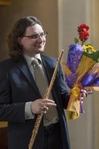 Лауреат Всероссийского и Международных конкурсов, солист оркестра Государственного академического Большого театра России Николай Попов